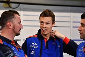 Ano afastado fará bem a Kvyat, aposta Ricciardo
