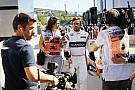 Alonso se fue a jugar al padel durante la FP1