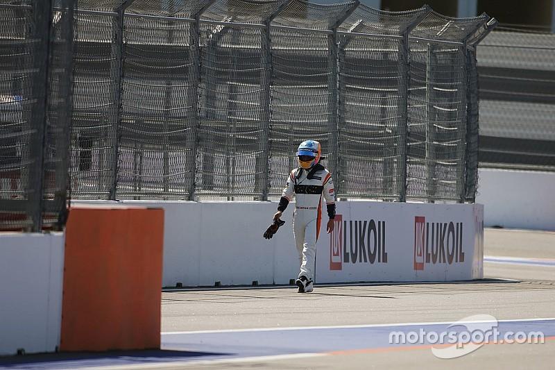 La carrera de Alonso acabó antes de empezar: nuevo abandono
