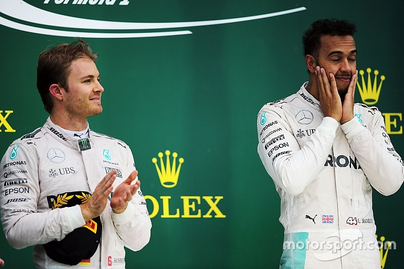 "Rosberg gap leaves Hamilton in ""awkward position"" for Abu Dhabi"