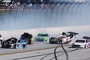Monster Energy NASCAR Cup Важливі новини Відео: масовий завал на гонці у Талладезі