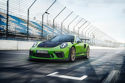 Video: al Nurburgring con Mark Webber sulla nuova Porsche 911 GT3 RS