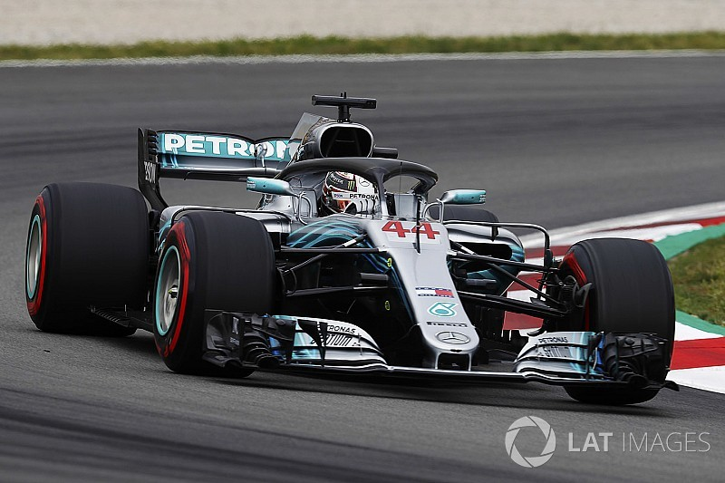 Los Mercedes, favoritos para la pole en Barcelona