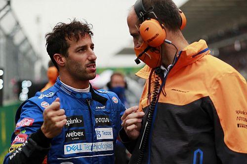 Ricciardót arról faggatták, mi a különbség Helmut Marko és Zak Brown között