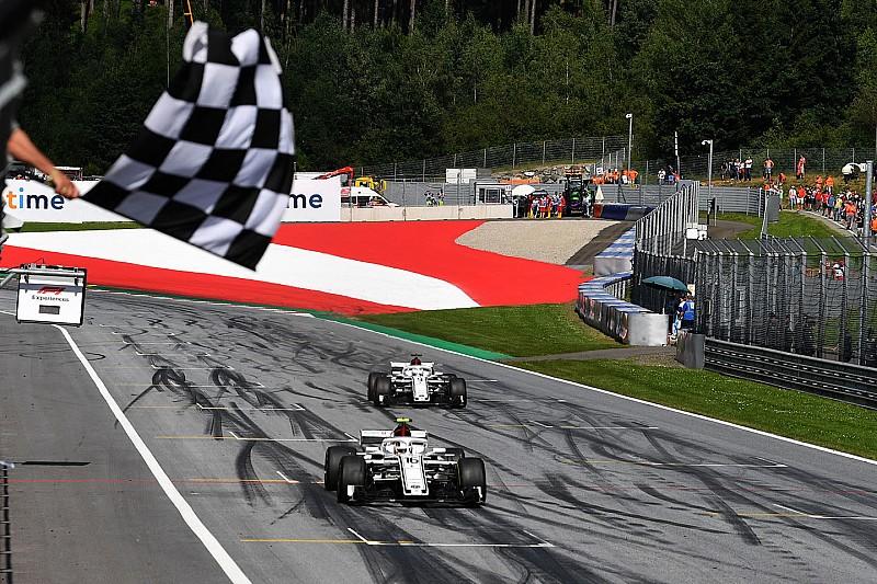 У Sauber похвалили гонщиків за подвійний обмін позиціями в кінці гонки
