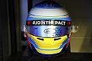 Alonso y Sainz homenajean a Gonzalo Basurto en su casco