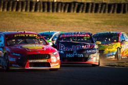 Scott McLaughlin, Team Penske Ford, Jamie Whincup, Triple Eight Race Engineering Holden