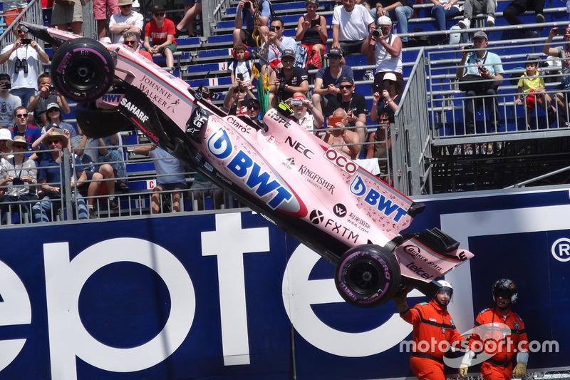 Force India VJM10 Естебана Окона після аварії
