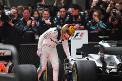 Переможець Льюіс Хемілтон, Mercedes AMG F1 W08 у закритому парку