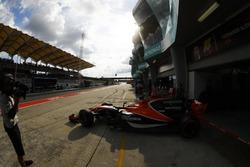 Fernando Alonso, McLaren MCL32, sort de son garage