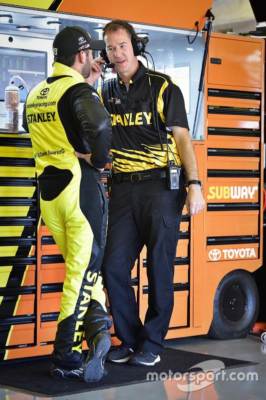 Daniel Suárez, Joe Gibbs Racing, Toyota, mit Crewchief Scott Graves