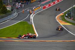 Kimi Raikkonen, Ferrari SF70H, Max Verstappen, Red Bull Racing RB13, Daniel Ricciardo, Red Bull Racing RB13
