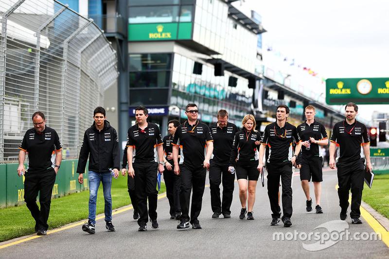 Trackwalk mit dem Team: Esteban Ocon, Sahara Force India F1 Team