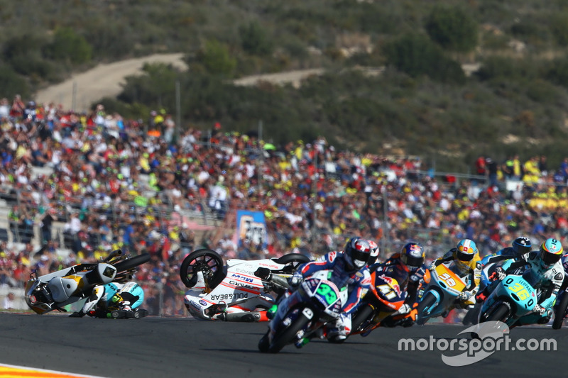 Unfall, Gabriel Rodrigo, RBA Racing Team, KTM; Francesco Bagnaia, Aspar Team Mahindra, MahindraR