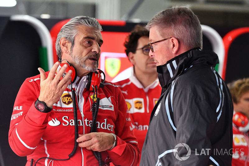 Maurizio Arrivabene, director de Ferrari y Ross Brawn, director deportivo de la Fórmula 1
