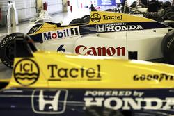 La Williams FW10 Honda de Keke Rosberg en 1985, à la droite de la FW11