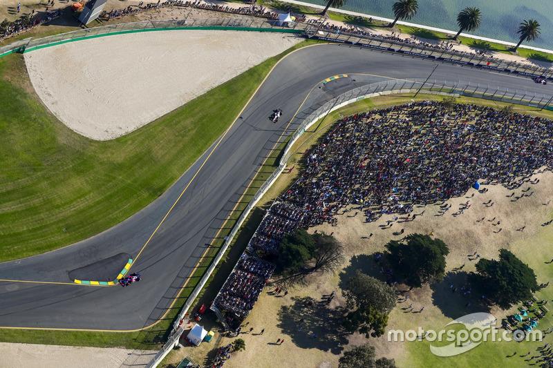 Daniil Kvyat, Scuderia Toro Rosso, STR12; Sergio Perez, Force India, VJM10