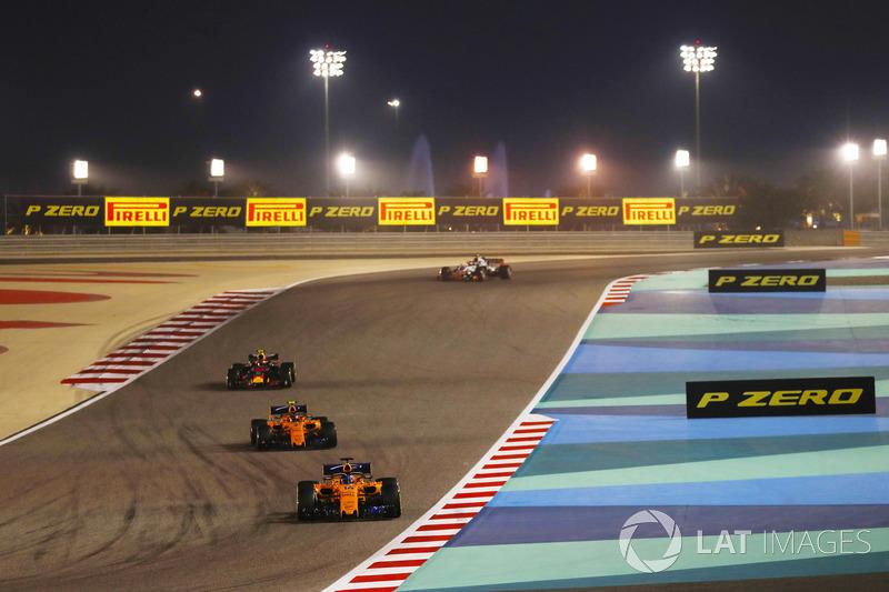 Fernando Alonso, McLaren MCL33 Renault, leads Stoffel Vandoorne, McLaren MCL33 Renault, and Max Vers