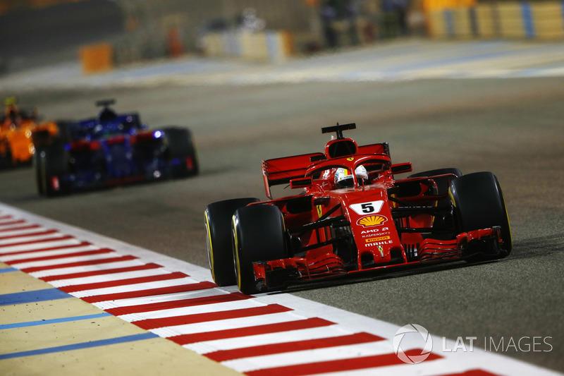 Sebastian Vettel, Ferrari SF71H, Brendon Hartley, Toro Rosso STR13 Honda