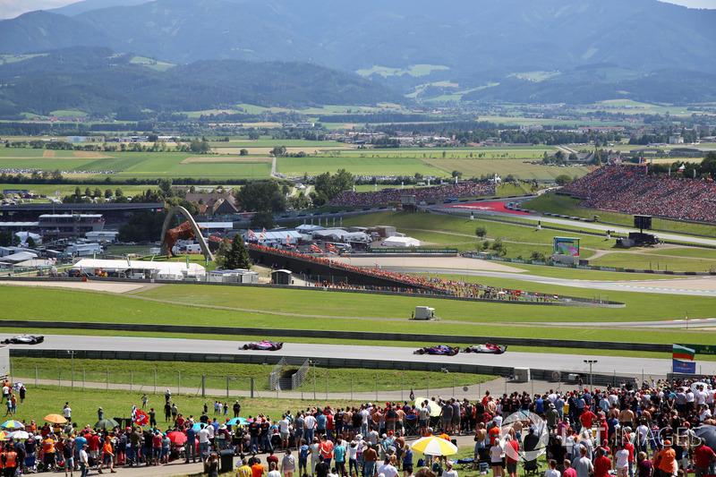Pierre Gasly, Scuderia Toro Rosso STR13 et Charles Leclerc, Sauber C37