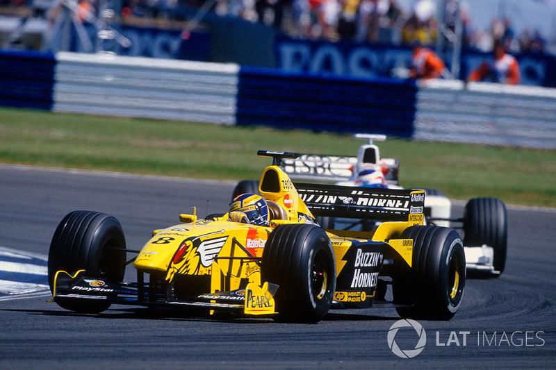 La tercera fila del campo de largada fue para Jordan, con Heinz-Harald Frentzen y Hill; la cuarta, fue para el equipo Stewart, con Rubens Barrichello, y Williams, con Ralph Schumacher.