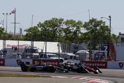 L'incidente di Robert Wickens, Schmidt Peterson Motorsports Honda e Alexander Rossi, Andretti Autosport Honda in curva 1