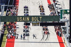 Usain Bolt performs his lightning bolt pose prior to the start