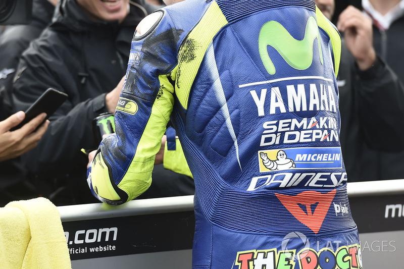 Сліди шин на комбінезоні Валентино Россі, Yamaha Factory Racing