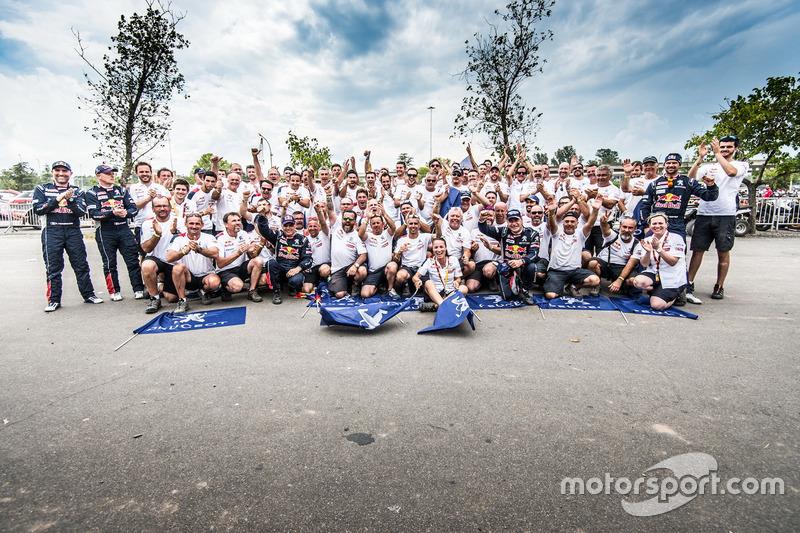 #303 Peugeot Sport Peugeot 3008 DKR: Carlos Sainz, Lucas Cruz, #308 Peugeot Sport Peugeot 3008 DKR:
