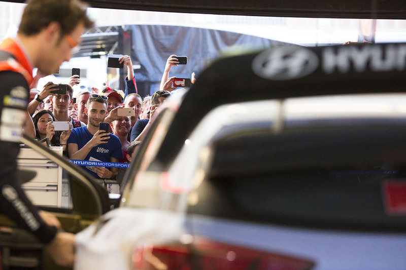 Thierry Neuville, Hyundai Motorsport and fans