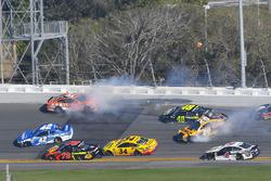 Crash: Daniel Suarez, Joe Gibbs Racing, ARRIS Toyota Camry, Jimmie Johnson, Hendrick Motorsports, Lowe's for Pros Chevrolet Camaro, Erik Jones, Joe Gibbs Racing, DEWALT Toyota Camry