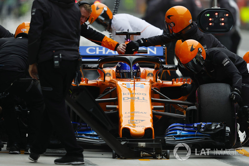 Fernando Alonso, McLaren MCL33 Renault, in the pit lane