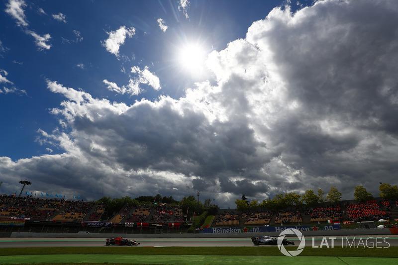 Сергей Сироткин, Williams FW41, и Даниэль Риккардо, Red Bull Racing RB14
