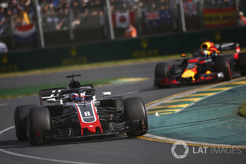 Romain Grosjean, Haas F1 Team VF-18 Ferrari, leads Daniel Ricciardo, Red Bull Racing RB14 Tag Heuer