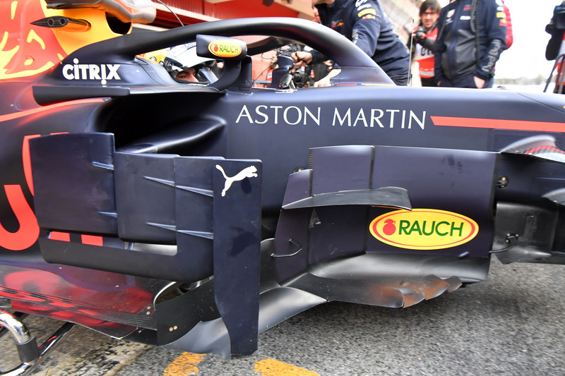 Max Verstappen, Red Bull Racing RB14 bargeboard detayı