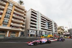 Серхио Перес, Sahara Force India F1 VJM11, Пьер Гасли, Scuderia Toro Rosso STR13, Нико Хюлькенберг, Renault Sport F1 Team RS18, и Сергей Сироткин, Williams FW41