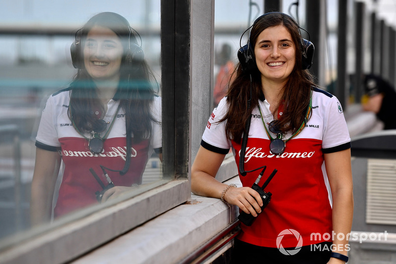 "<img class=""ms-flag-img ms-flag-img_s1"" title=""colombia"" src=""https://cdn-1.motorsport.com/static/img/cf/co-3.svg"" alt=""colombia"" width=""32"" /> Tatiana Calderon, Sauber F1 2018"
