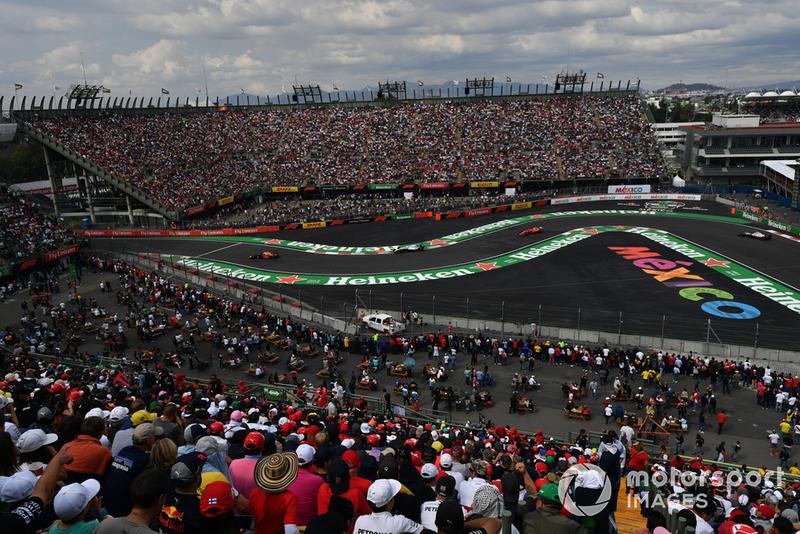 Daniel Ricciardo, Red Bull Racing RB14, Lance Stroll, Williams FW41, Sebastian Vettel, Ferrari SF71H y Kevin Magnussen, Haas F1 Team VF-18