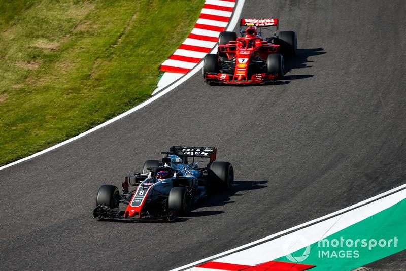Romain Grosjean, Haas F1 Team VF-18, precede Kimi Raikkonen, Ferrari SF71H