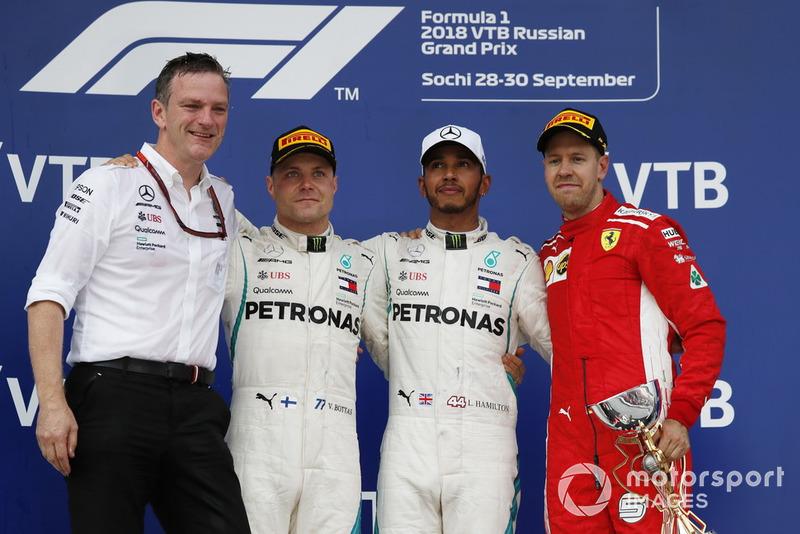 Podio: James Allison, Mercedes AMG F1 Director técnico, segundo lugar Valtteri Bottas, Mercedes AMG F1, ganador de la carrera Lewis Hamilton, Mercedes AMG F1 y tercer lugar Sebastian Vettel, Ferrari