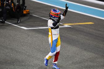 Fernando Alonso, McLaren MCL33, salue les fans
