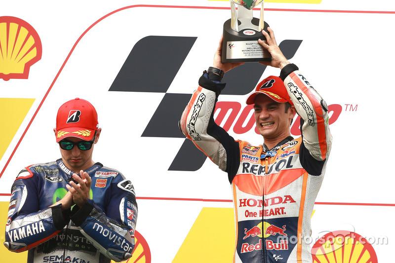 Подіум: переможець гонки Дані Педроса, Repsol Honda; друге місце Хорхе Лоренсо, Movistar Yamaha MotoGP