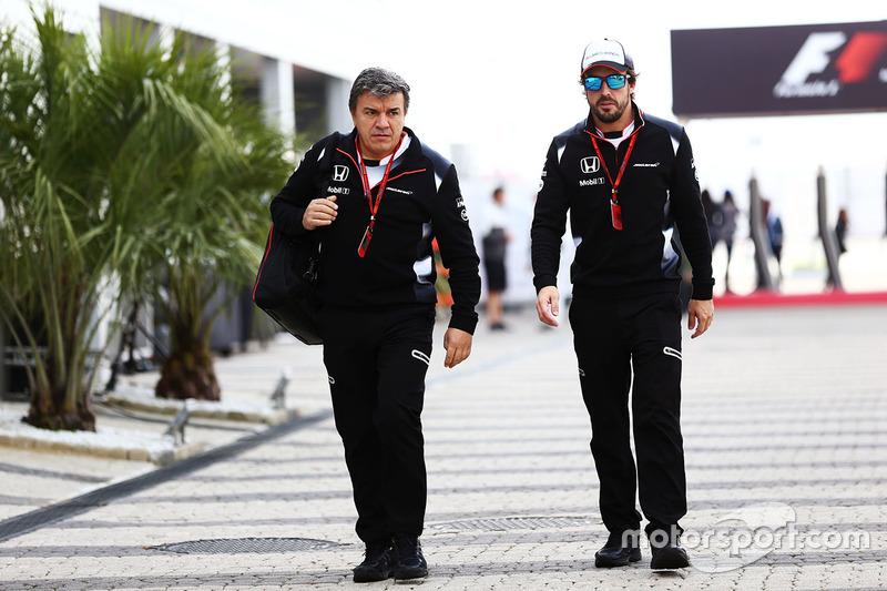Fernando Alonso, McLaren with Fabrizio Borra, Fisio