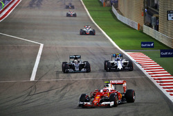 Kimi Raikkonen, Ferrari SF16-H, Lewis Hamilton, Mercedes AMG F1 Team W07 en Valtteri Bottas, William