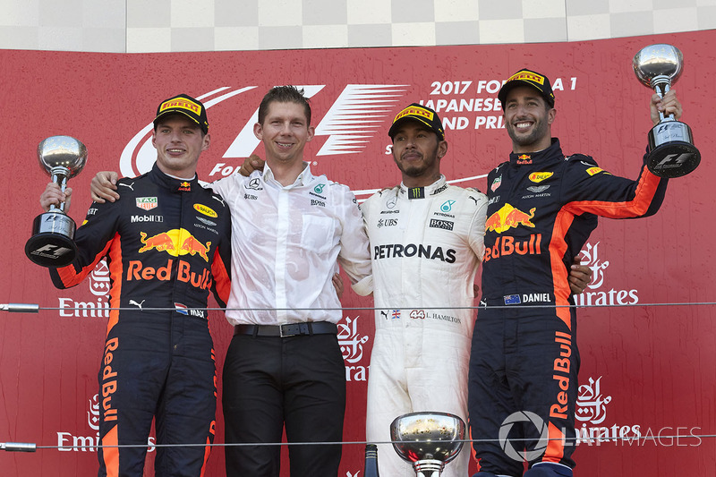https://cdn-8.motorsport.com/images/mgl/0J43qgBY/s8/f1-japanese-gp-2017-max-verstappen-red-bull-second-place-james-vowles-chief-strategist-mer.jpg