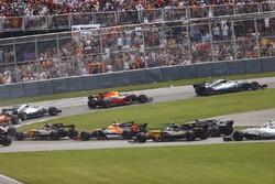 Lewis Hamilton, Mercedes AMG F1 W08, Max Verstappen, Red Bull Racing RB13, Valtteri Bottas, Mercedes AMG F1 W08, Sebastian Vettel, Ferrari SF70H, the rest of the pack at the start