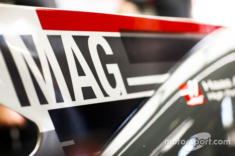 Аббревиатура от фамилии пилота Haas F1 Кевина Магнуссена на плавнике его автомобиля