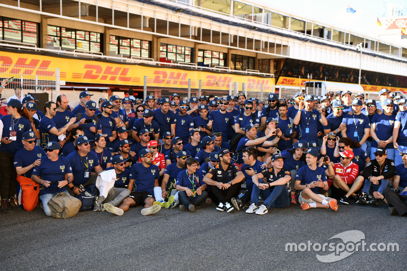 FIA Volunteers group photo
