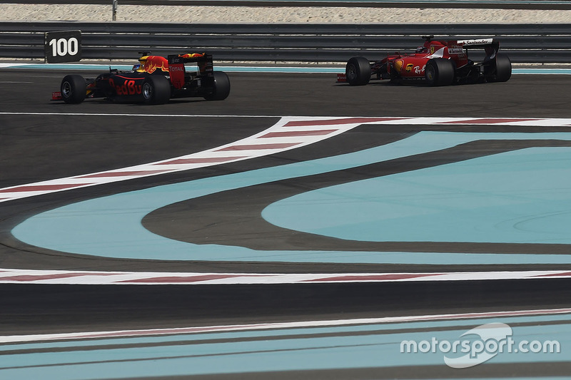 Kimi Raikkonen, Ferrari et Daniel Ricciardo, Red Bull Racing testent les pneus Pirelli 2017