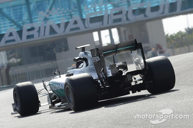 Pascal Wehrlein Mercedes AMG F1 Test Met Banden Van